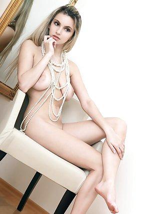 Saggy Tits Girls Pics
