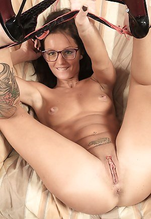 Girls Shaved Pussy Pics